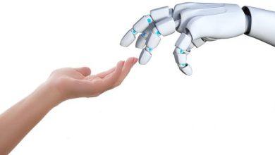 """صورة روبوتات تقدم خدمات """"إنسانية"""" للمسنين في زمن الجائحة"""