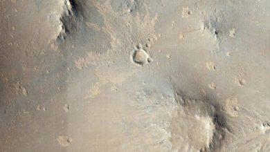 صورة ناسا تدرّب الذكاء الاصطناعي على اكتشاف الحفر الجديدة على المريخ
