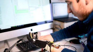 صورة ابتكار لمساعدة المسنين.. قفاز آلي يستخدم الذكاء الاصطناعي لتعزيز قبضة العضلات