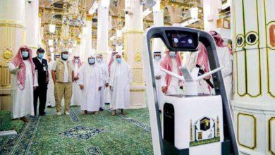 صورة تعقيم المسجد النبوي بجهاز الروبوت الذكي