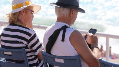 صورة مساعد رقمي ذكي يقرّب المسنين من التكنولوجيا