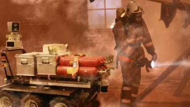 صورة الذكاء الاصطناعي يقوم بخدمة رجال الإطفاء أثناء الحرائق