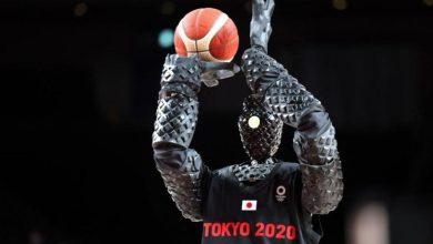 """صورة الروبوت """"كيو"""" يلعب كرة السلة في أولمبياد طوكيو"""
